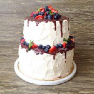 Праздничный черничный торт